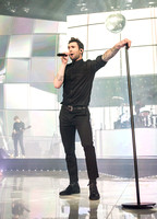 maroon 5 at madison square garden-13